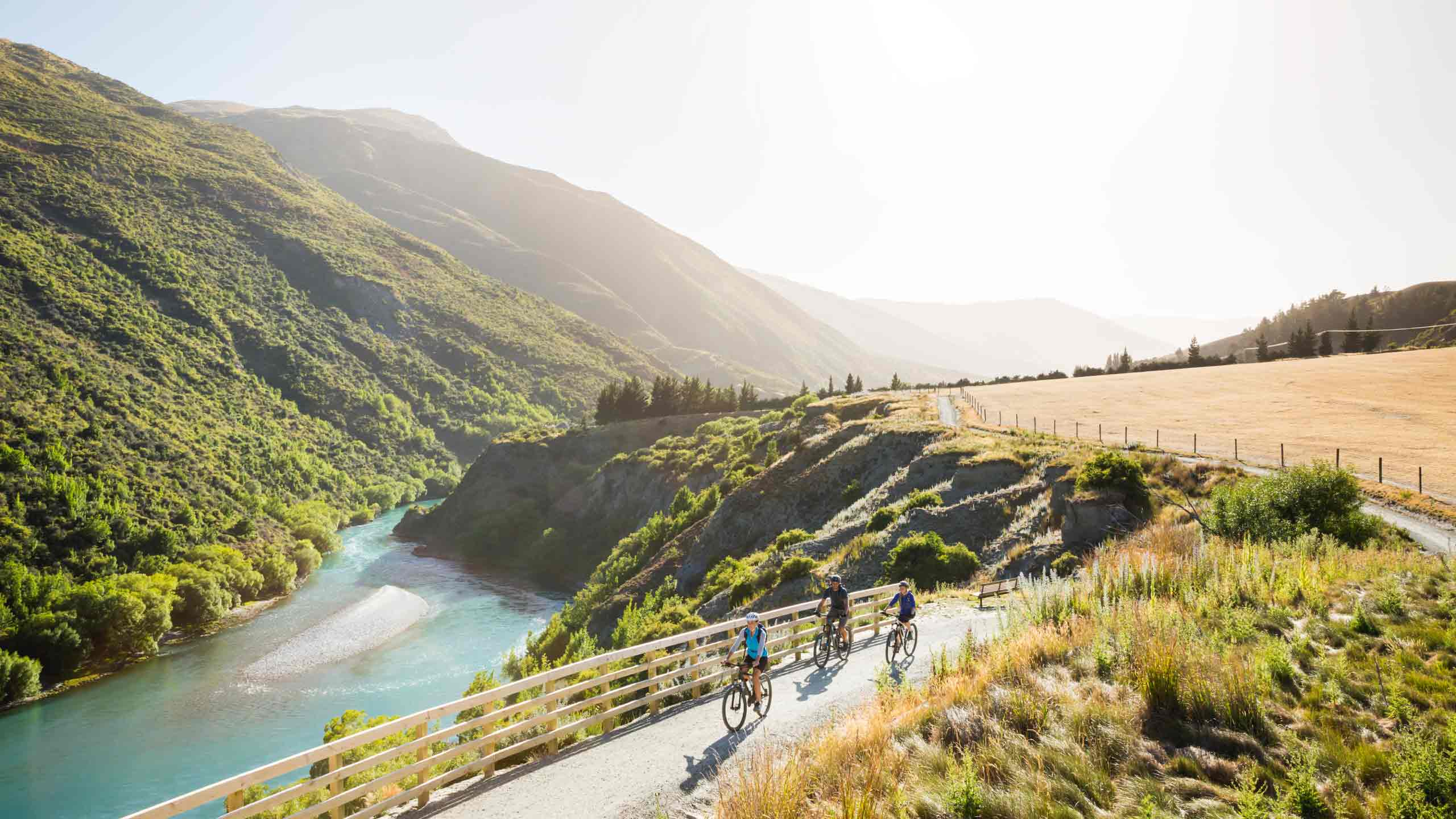 Gibston-Valley-Queenstown-cycling