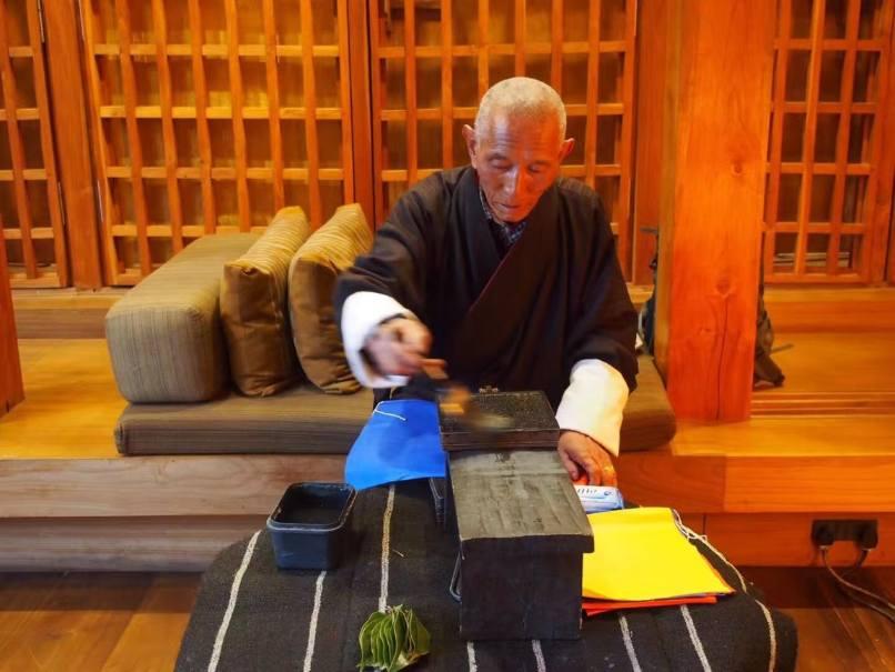 Bhuthan Luxury Holiday Amankora Prtingting Prayer's Flag