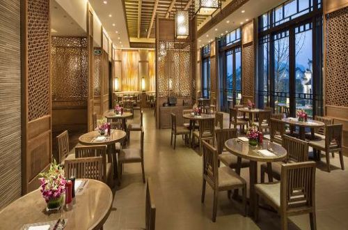 banyan-tree-yangshuo-china-restaurant-guided-walking