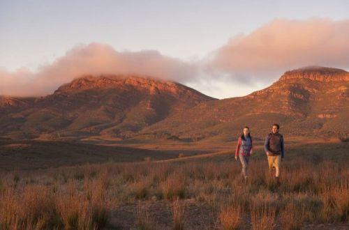 linders-ranges-outback-kangaroo-island-walk-parachilna-gorge
