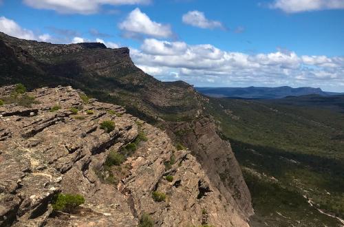 Grampians-peaks-trail-walk-cliffs