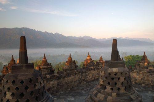 bali-beyond-hiking-java-amanjiwo-Borobudur-ultimate-luxury-onlyluxe-