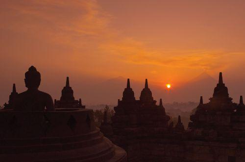 bali-beyond-hiking-ultimate-luxury-amanjiwo-Dawn-at-Borobudur-onlyluxe