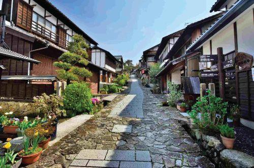 japan-walk-nakasendo-trail-walking-post-town