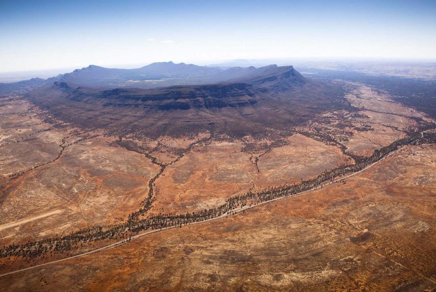 Flinders Ranges Heysen Trail Trekking Wilpena Pound