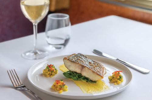 Gold-Service-Restaurant-Dining